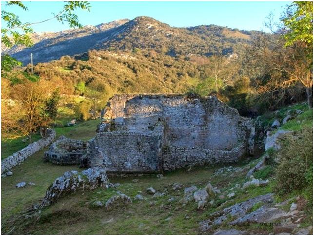 Ruinas de la iglesia y su entorno