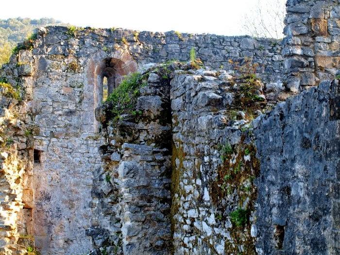 Grosor de los muros de mampostería irregular