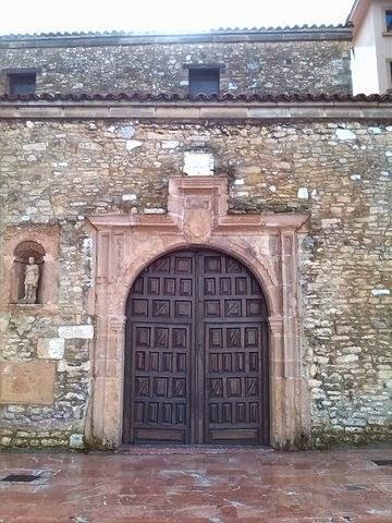 Portada principal de San Tirso