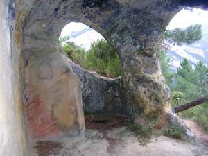 San Pedro de Tartalés de Cilla. Vista de la cabecera oriental y el ábside en forma de herradura.