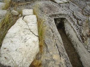 Tolmo de Minateda: tumbas en el compartimento lateral sur de la cabeecera