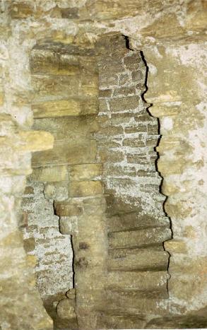 Baptisterio de Gabia Grande: Hueco de acceso a las escaleras de la torre