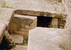 Mausoleo de la Alberca: Detalle de las tumbas