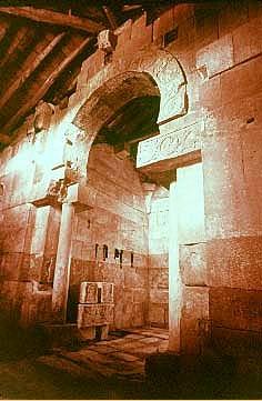 Quintanilla de las Viñas: Detalle del arco triunfal de la cabecera