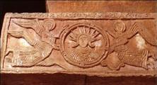 Quintanilla de las Viñas: Detalle de la imposta con representación del Cristo-Sol