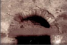 San Giao de Nazaré: Detalle de puerta adintelada con arco semicircular