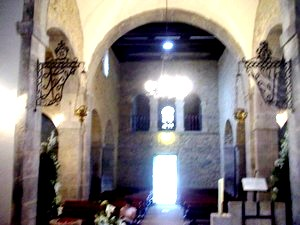 Santianes de Pravia: Inner view from the apse. Crossing, central nave and tribune