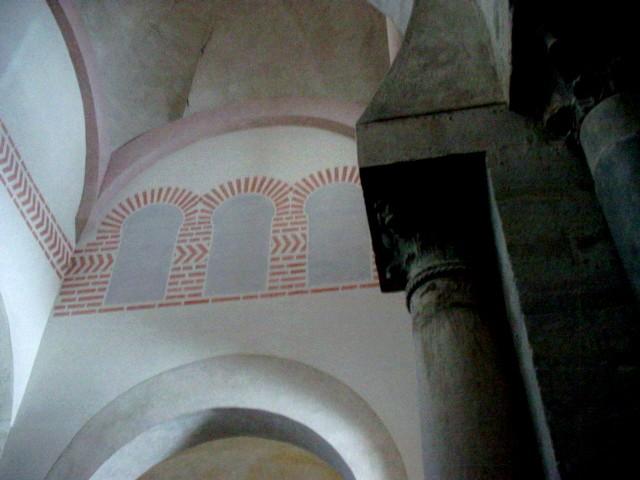Detalle del arranque cimborrio sobre los muros del crucero. Ha sido reconstruido en la restauración en la que se añadieron las pinturas modernas.