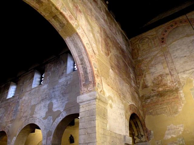 Detalle de la esquina noroeste de la nave de crucero.Tanto en el muro de separación del crucero como en el de su costado norte se conserva gran parte de la decoración pictórica.