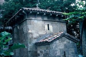 San Miguel de Celanova. Vista desde la cabecera y detalle de los tejados
