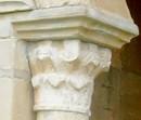 Primer capitel del pórtico hacia el oeste