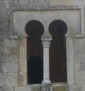 San Miguel de Escalada: Detalle de la ventana situada en el costado oeste del pórtico