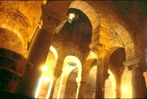 San Miguel de Tarrasa. Estructura de la bóveda central y arquería de soporte
