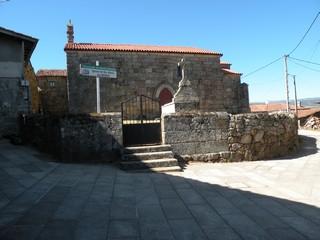 Santa María de Mixos: Vista del costado sur