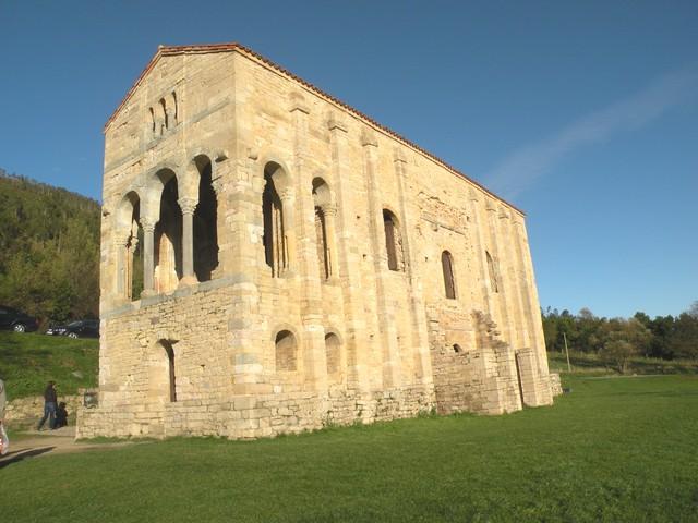 Santa María del Naranco. Interior.