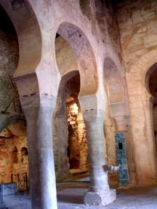 San Millán de Suso: Vista de su interior desde la puerta de acceso.