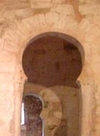 San Millán de Suso: Detalle del arco de acceso al ábside sur