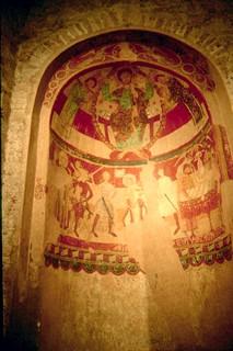 Santa María de Tarrasa. Pinturas murales románicas en el ábside: Escarnecimiento, muerte y glorificación de Santo Tomás Becket.