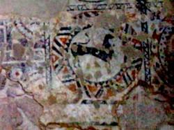 Detalle de los restos de pintura existentes en el ábside central