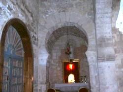 Detalle del ábside norte y puerta de acceso al compartimento adosado
