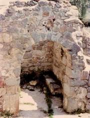 San Pedro de la Mata: Detalle del estado actual del ábside y su arco de entrada