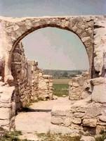 San Pedro de la Mata: Detalle del único arco que queda en pie del crucero