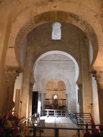 Interior de Santiago de Peñalba