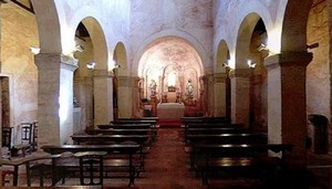 San Salvador de Priesca: View of the naves and central apse