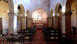 San Salvador de Priesca: Vista de las naves y el ábside central
