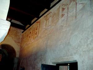 San Salvador de Priesca: Detalle de las pinturas que se conservan en el costado sur