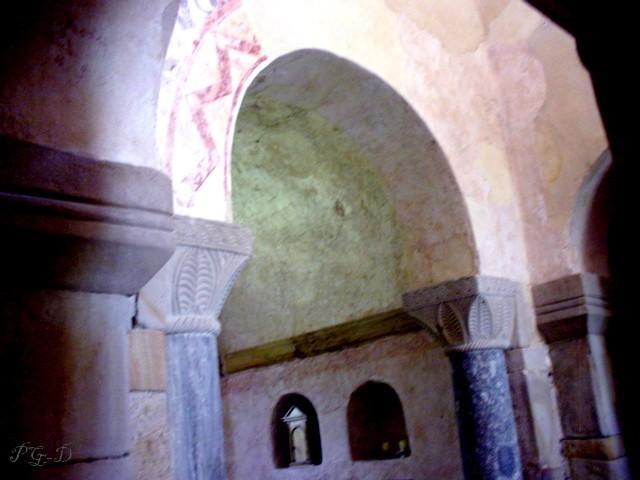 San Salvador de Valdediós: Detalle de la decoración del arco truinfal.