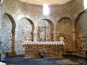 Santo Tomás de las Ollas: Vista del ábside a través del arco de acceso