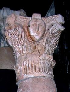San Vicente del Valle: Detalle de uno de los capiteles visigodos
