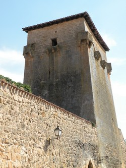 Torreón de Doña Urraca y muralla de Palacio del Infantado de Covarrubias