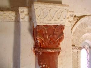 Detalle de uno de los capiteles visigodos